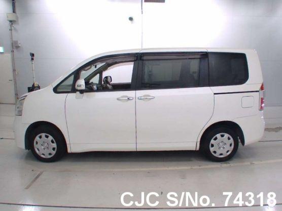Toyota Noah White Automatic